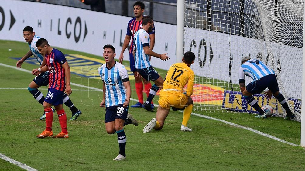 Tomás Chancalay marca el primer gol para Racing.
