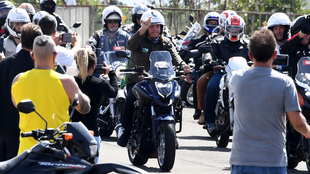 Para mantener a su público más leal, Bolsonaro  organizó caravanas en moto en varias ciudades.