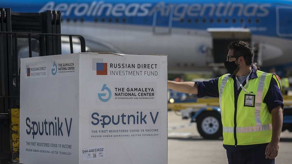 Un nuevo embarque con vacunas Sputnik V llegará esta tarde desde Rusia