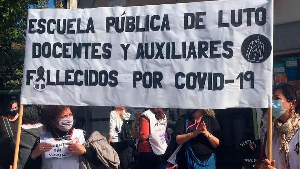 Las muertes de trabajadores de la educación abren un frente judicial para Larreta