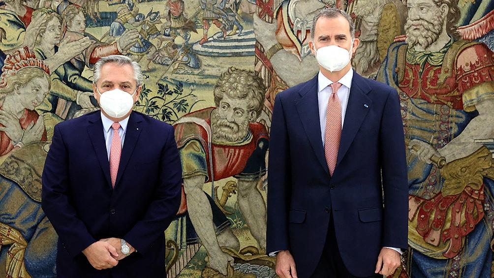 El mandatario argentino comenzó su agenda del día con un encuentro en el Palacio de la Zarzuela con el Rey de España, Felipe VI de Borbón