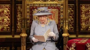 La reina Isabel expuso las prioridades del Gobierno al inaugurar las sesiones parlamentarias