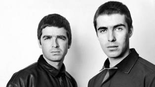 Los hermanos Gallagher producirán un documental sobre un histórico show de Oasis
