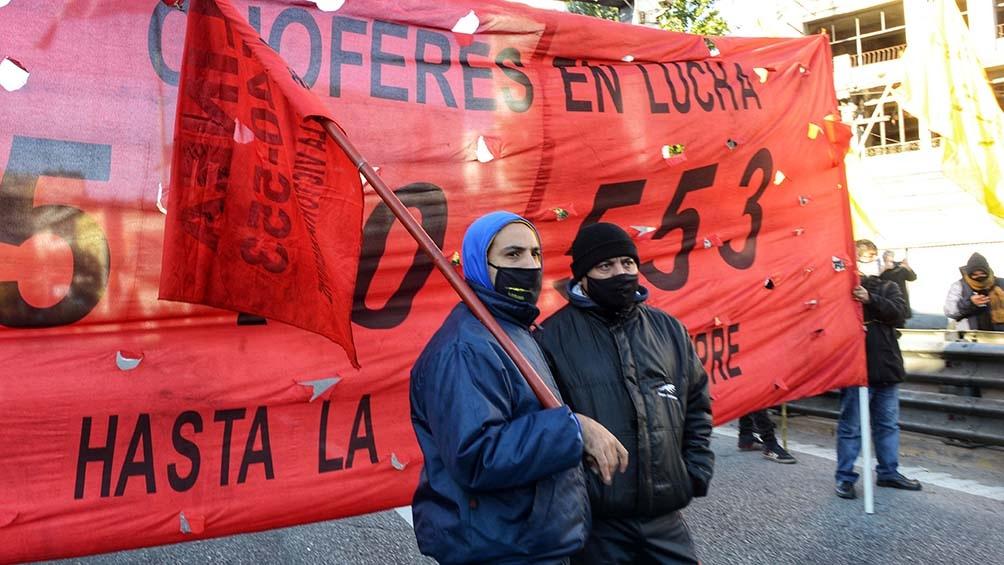 La protesta se hizo para reclamar a Roberto Fernández que declare un paro por mejoras salariales y vacunas.