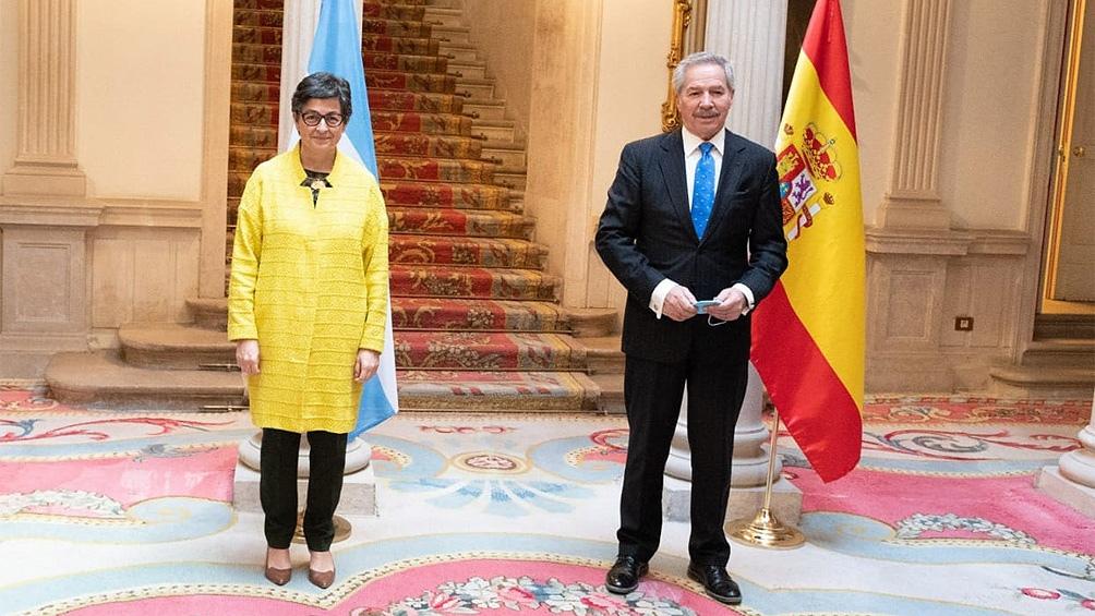 """Solá reafirmó el """"carácter estratégico"""" de la relación bilateral con España"""