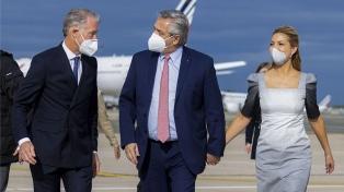 Alberto Fernández llegó a París, donde recibirá empresarios y se reunirá con Macron