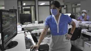 Extenuados por la segunda ola de coronavirus, los enfermeros y enfermeras celebran su día