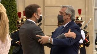 Los regalos que intercambiaron Alberto Fernández y Macron