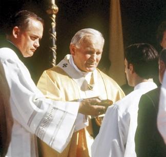 Ese año ofició 26 misas en nuestro país.