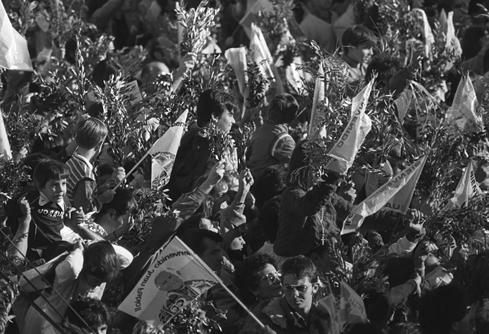 Las 31 horas que Juan Pablo II pasó en la Argentina en 1982 fueron acompañadas por miles de fieles.