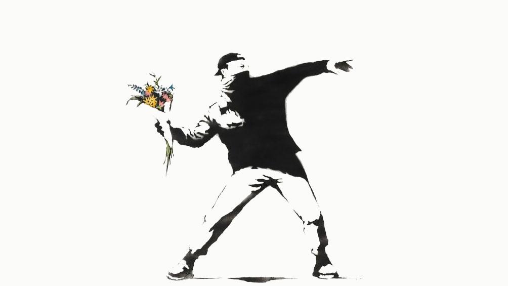 """""""Love is in the air"""", también conocida como """"Lanzador de flores"""", es una clara expresión de esa impronta crítica y social que lleva la firma Banksy."""