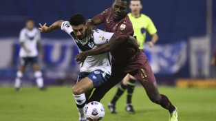 Vélez le ganó a Liga de Quito y llegó al segundo puesto del Grupo G