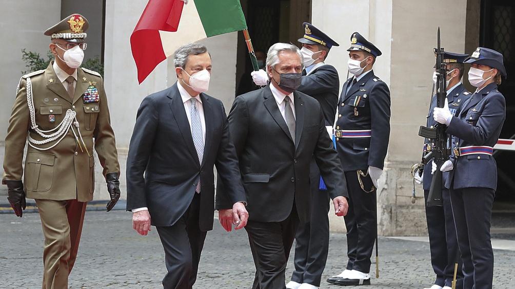 Alberto Fernández con el primer ministro italiano, Mario Draghi.