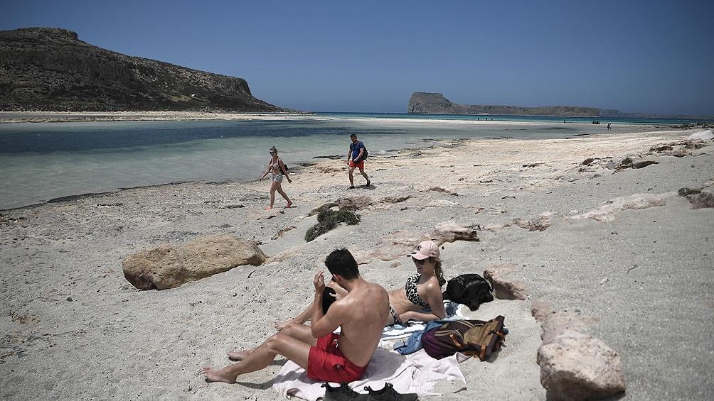 Los turistas empiezan a llegar a Grecia tras el súbito fin de las restricciones