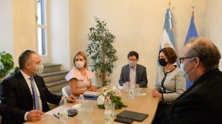 La primera dama se reunió en Roma con directivos de la FAO