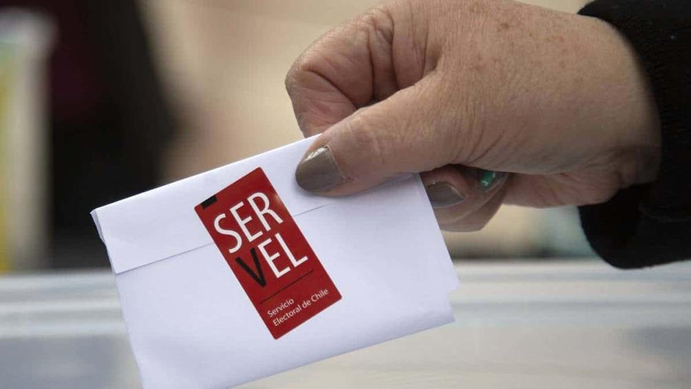 Cerraron las mesas de votación de las elecciones chilenas con baja participación ciudadana.