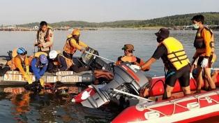Por una selfi, se cayeron del bote sobrecargado y murieron