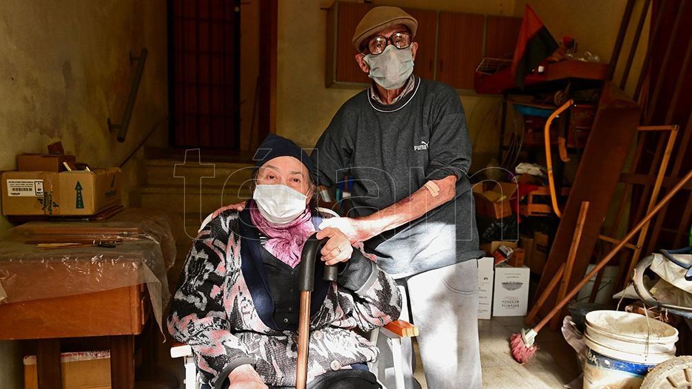 Domingo y Teresa, una pareja de novios que llevan 47 años juntos.