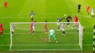 Liverpool ganó con un gol agónico de su arquero Alisson Becker