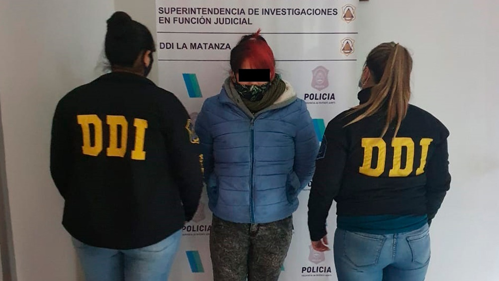 La primera sospechosa fue detenida hace dos días, tenía la misma ropa utilizada al momento del hecho y se había teñido el cabello.