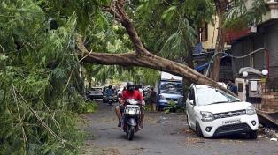 Al menos 27 muertos y un centenar de desaparecidos en India por el ciclón Tauktae