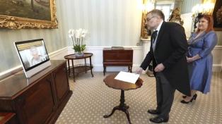 El embajador argentino en Londres entregó las cartas credenciales a la reina Isabel II