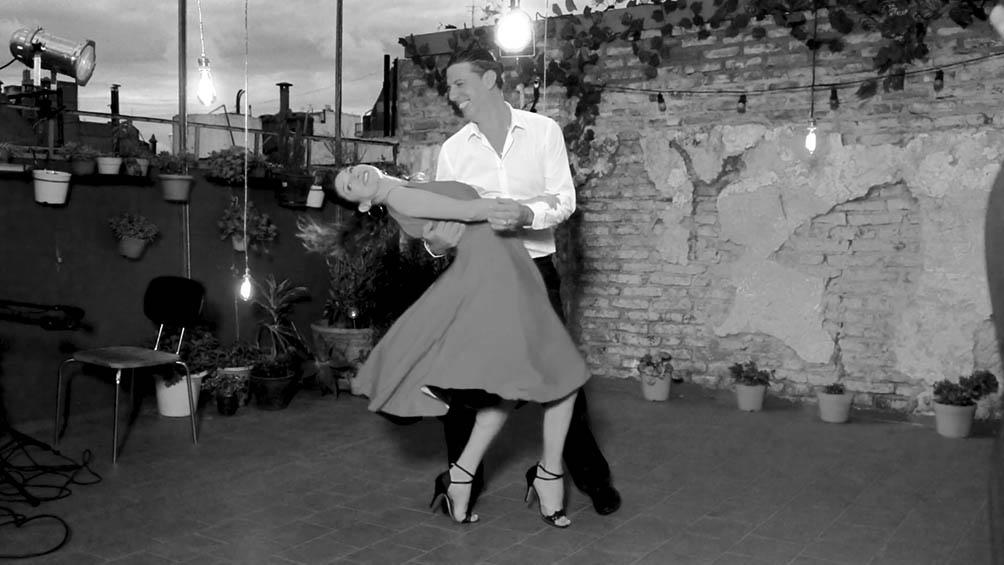 Tango filmado en una terraza de Boedo para ver desde casa.