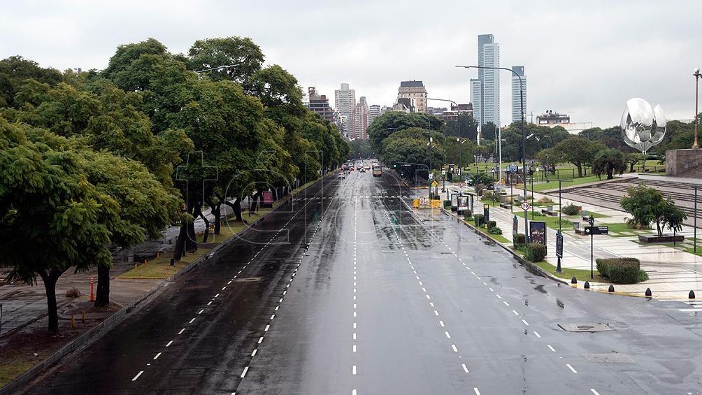 Una ciudad con mínimo tránsito, poca gente en los colectivos y algunos controles policiales.