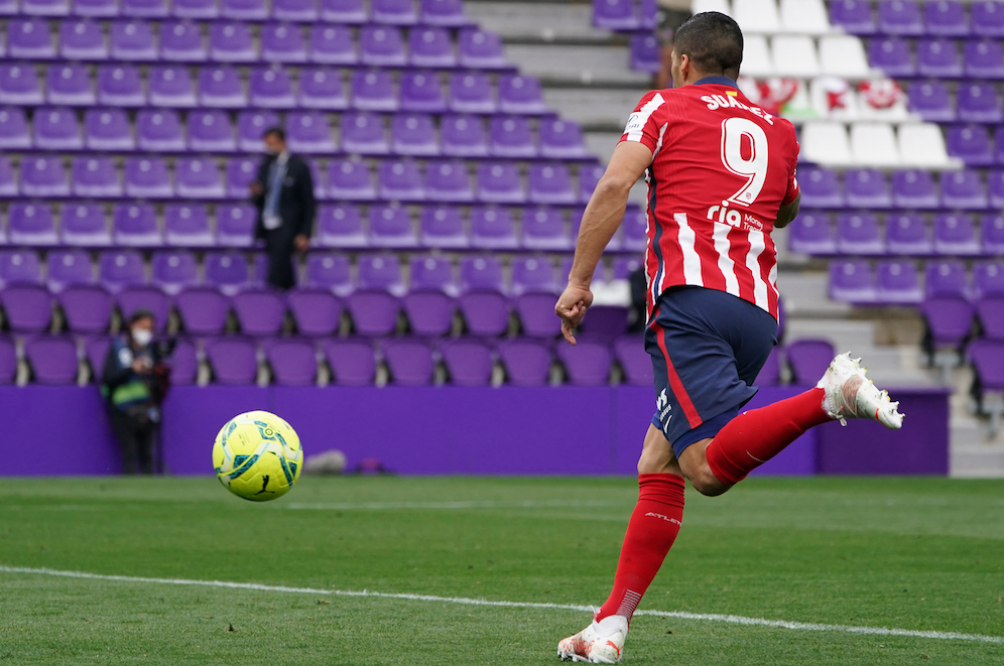 Luis Suárez: llegó y triunfó. Vino del Barcelona y se coronó campeón convirtiendo en el partido final. (AFP)