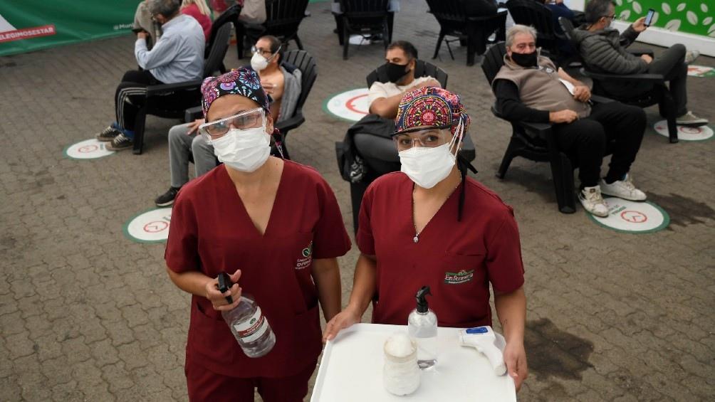 """""""Al principio, sentí mucho miedo. Con la vacuna nos sentimos más protegidas"""", admitió la enfermera Mónica Luzana Duré."""