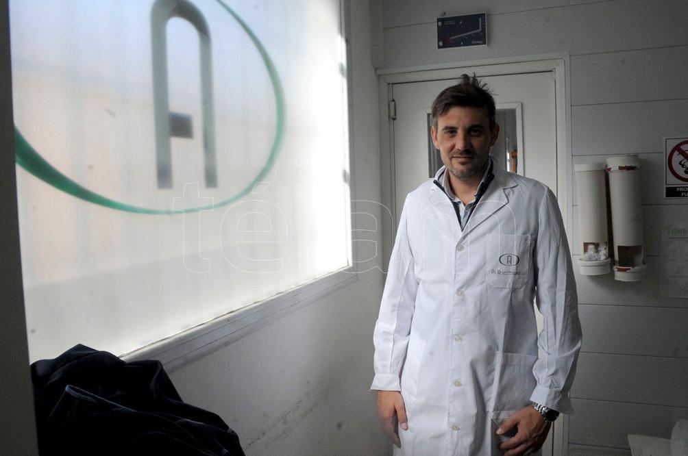 Juan Manuel López, director de PS Anesthesia, empresa familiar de la localidad de Brandsen. (Eva Cabrera/Télam)