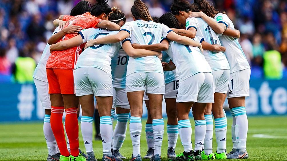 """Mujeres a la Cancha: busca promover la """"inclusión plena de las mujeres en el ámbito del fútbol""""."""
