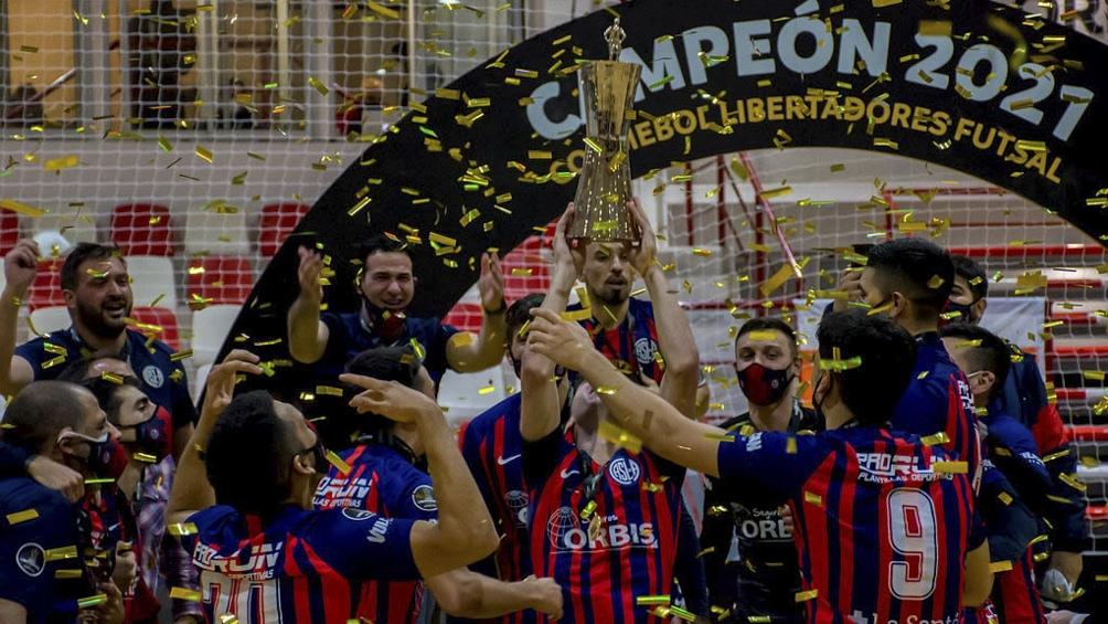 El plantel azulgrana en el festejo por la Copa Libertadores.