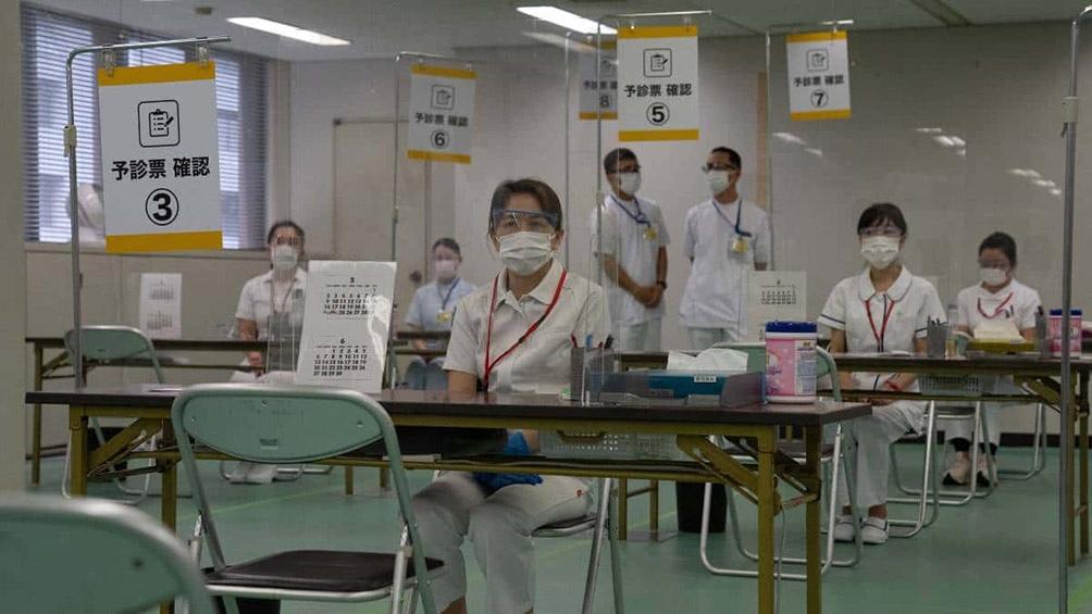 Sólo el 2% de los aproximadamente 125 millones de habitantes de Japón han recibido hasta ahora las dos dosis de vacuna.