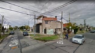 """El subcomisario que mató a dos ladrones dijo que ambos estaban armados y tiró cuando gritaban """"quemalo"""""""