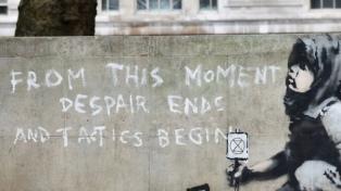 Banksy, el enigma del artista que triunfa en el mercado con sus críticas al sistema