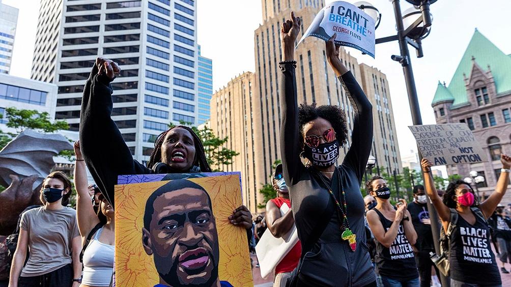 A un año de la muerte de Floyd, hubo manifestaciones en EEUU.