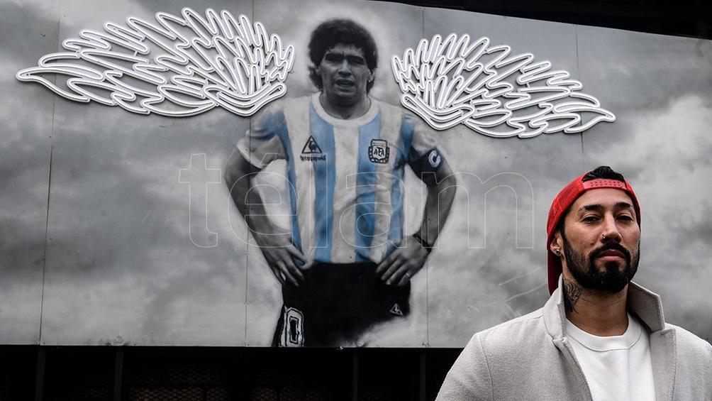 El mismo día que se conoció la muerte de Maradona -el 25 de noviembre-, Bagnasco se encerró en su taller para plasmar en una pintura su admiración por Diego. (Fotos: Fernando Gens/Télam)