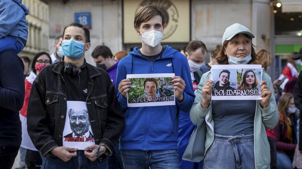 Crece el enojo por el desvío de un avión a Bielorrusia para arrestar a un opositor