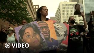 Biden recibió a familiares de Floyd, pero la ley contra violencia policial sigue en espera