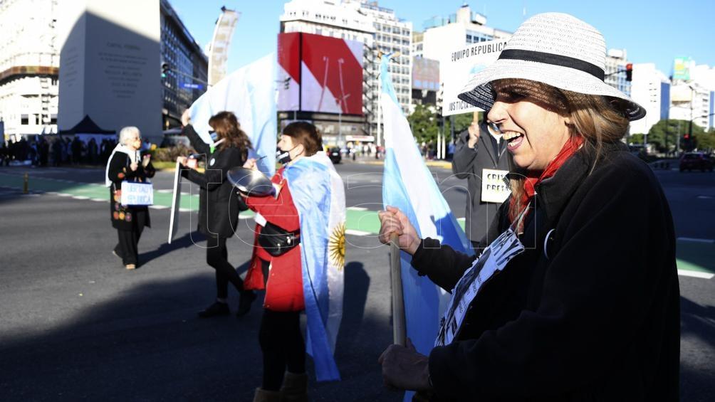 Las manifestaciones se produjeron en el día en el cual Argentina superó las 75 mil muertes por coronavirus.
