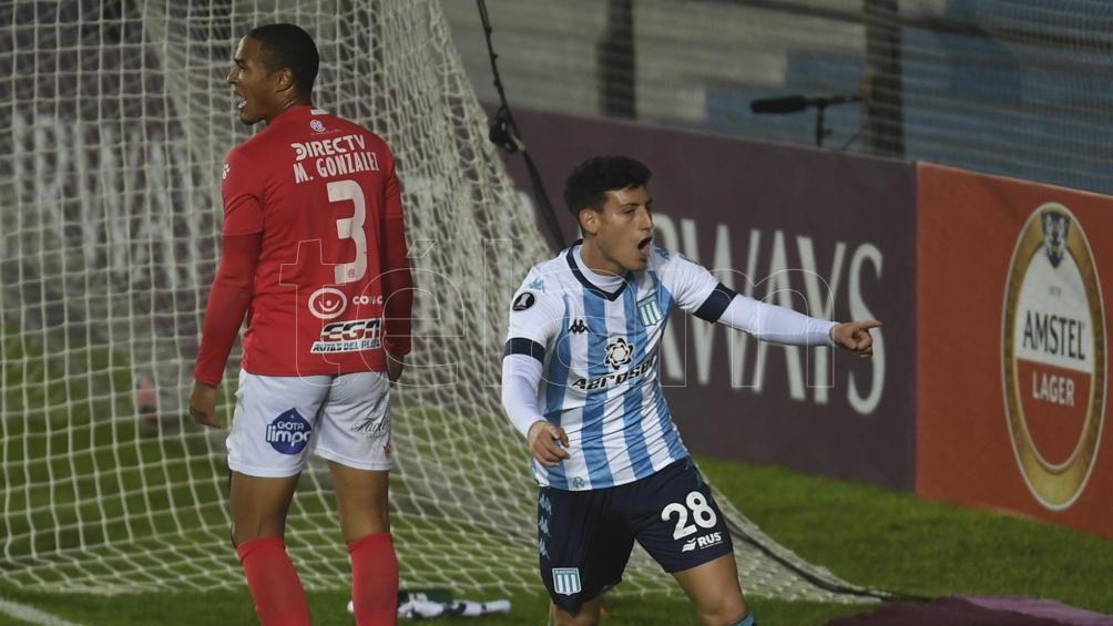 La Academia dejó en el camino a Vélez mientras que Boca triunfó contra The Strongest.
