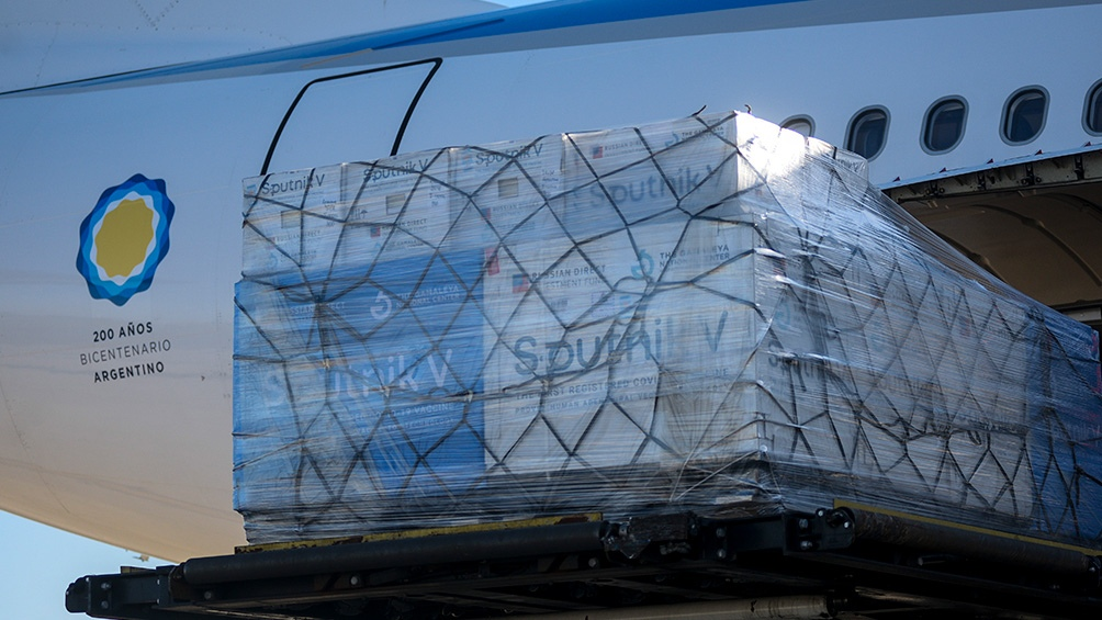 La aeronave Airbus 330-200, matrícula LV-GIF, que trasladó las vacunas.