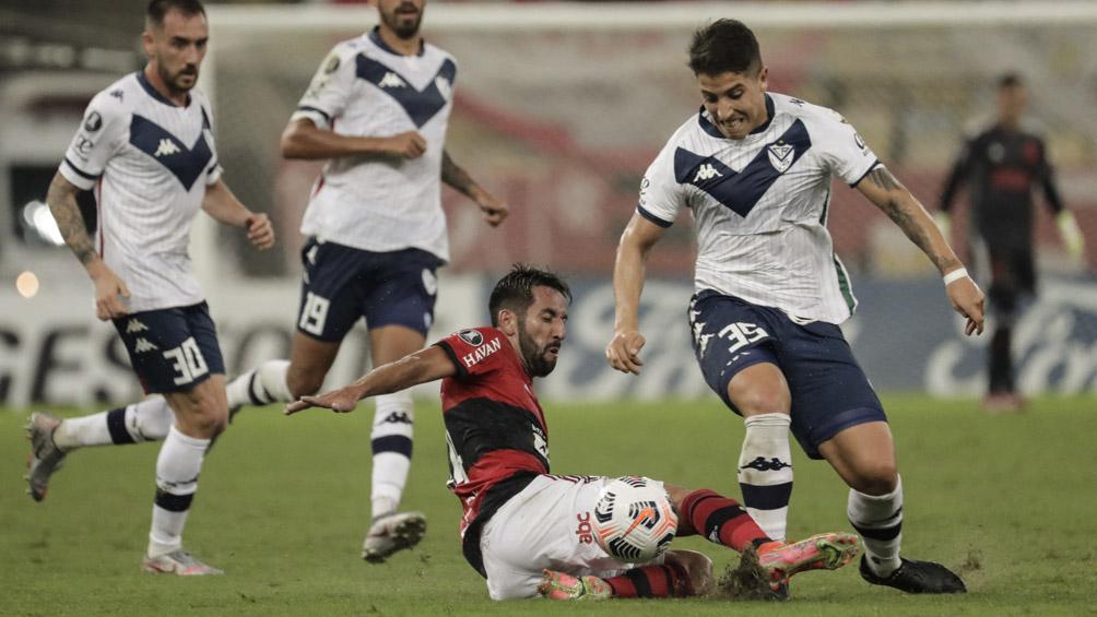 Vélez empató con Flamengo en el Maracaná y está en playoffs