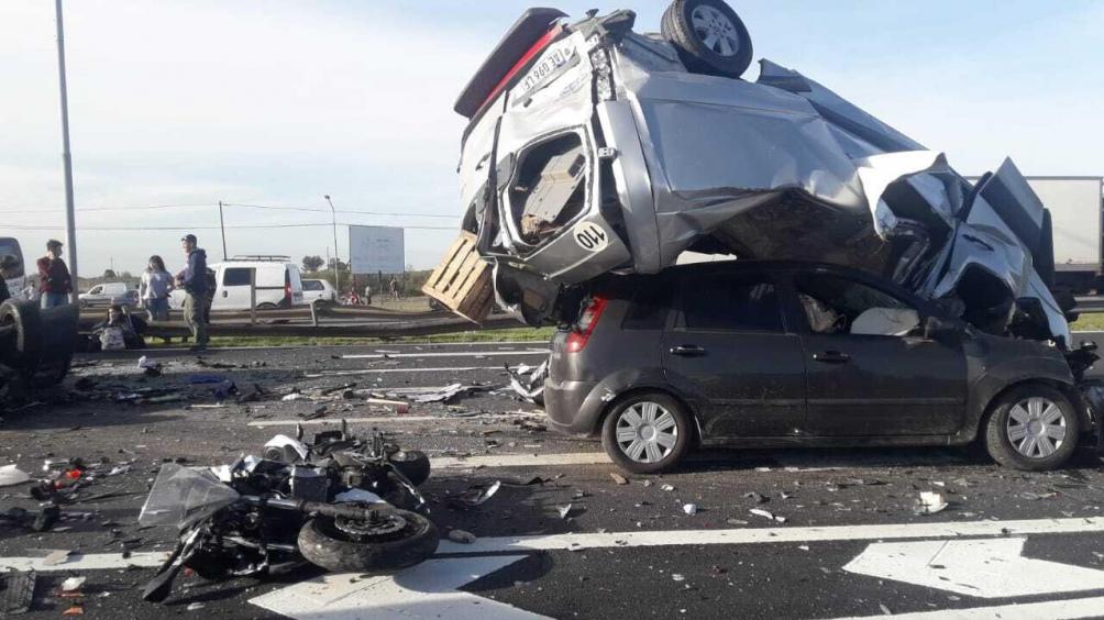 Un motociclista murió en el accidente.