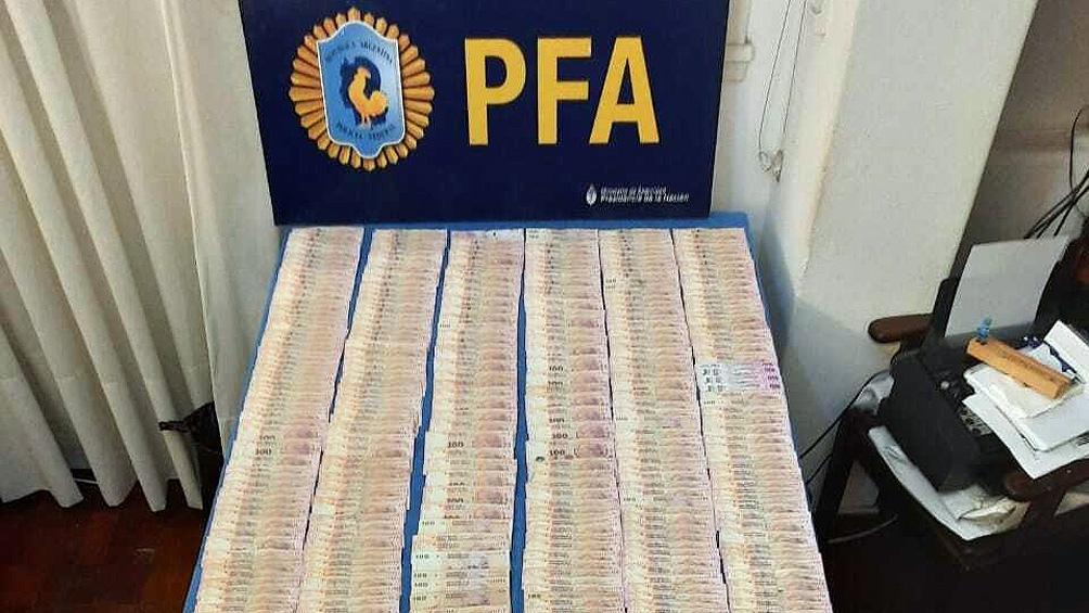 Los policías se incautaron de 64.000 pesos en efectivo.