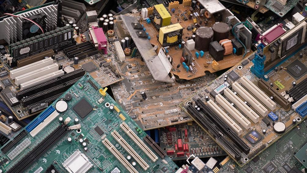 De acuerdo a un informe de la ONU, en el mundo los desechos electrónicos suman unos 50 millones de toneladas por año.