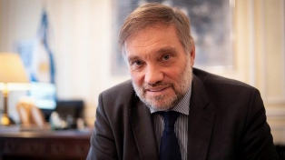 Reino Unido: el embajador argentino promueve acuerdos por las vacunas sin olvidar Malvinas