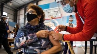 """Durante el fin de semana hubo vacunación """"récord"""" con más de 350 mil dosis aplicadas"""