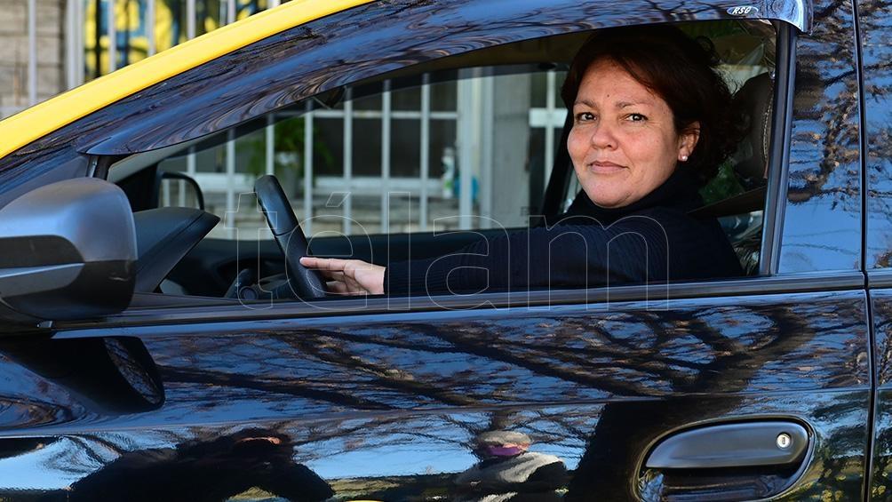 María Eva Juncos, la ideóloga de She Taxi, cuenta que no percibe ingresos por las descargas ni los viajes, para diferenciarse de app globales como Uber o Cabify.